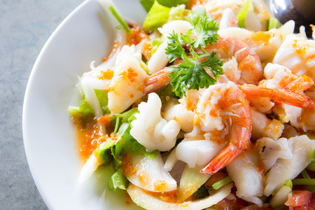 ensalada: deliciosos mariscos picante comida tailandesa