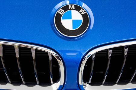 bmw: HATYAI, THAILAND - AUGUST 16, 2015: Logo of the brand BMW on car
