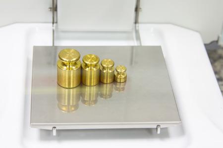 balanza de laboratorio: medida de peso en la balanza electr�nica