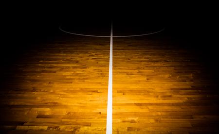 terrain de basket: terrain de basket de plancher en bois avec effet de lumière Banque d'images