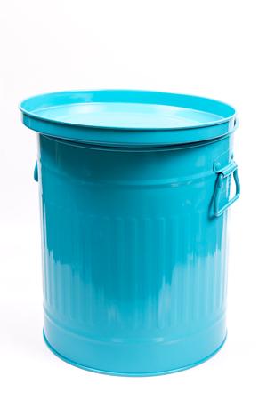 discard: Trash bin vintage style