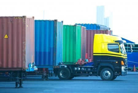 Camion porte-conteneur Banque d'images