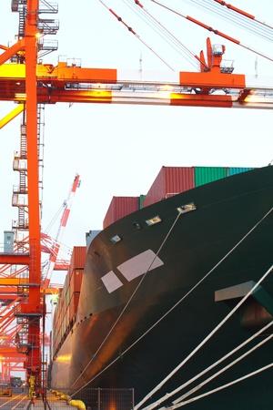 Porte-conteneurs dans le port Banque d'images