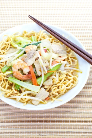 deep-fried noodles photo