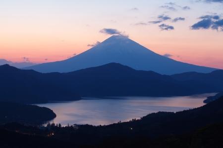 Montagne Fuji au printemps, coucher de soleil Banque d'images