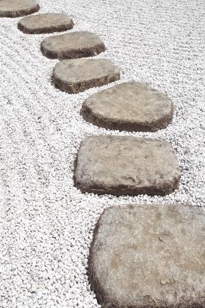 일본 정원에 선 돌 경로