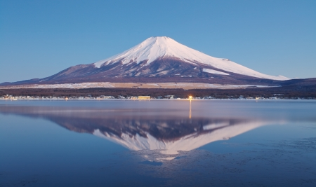 snow capped mountain: Mountain Fuji in winter