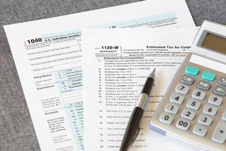 ingresos: Declaración de impuestos EE.UU. Foto de archivo
