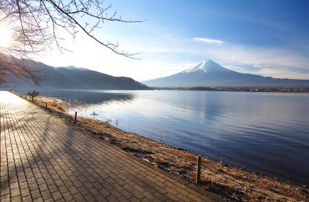 fuji montagne en hiver le matin du lac Kawaguchi, pr�fecture de Yamanashi