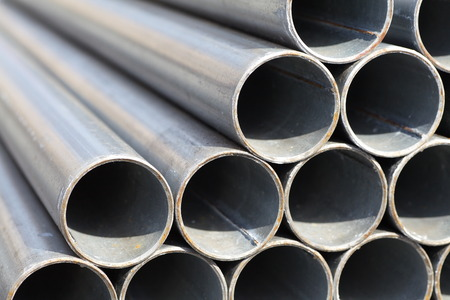 Close - up Stack of steel pipes  Standard-Bild