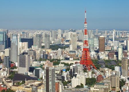 Mening van Tokyo de stad en de toren van Tokyo Stockfoto - 31330366