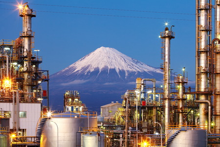 Japan oil refinery plant with mountain Fuji in background Standard-Bild