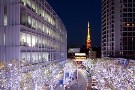 Roppogi 힐 크리스마스 빛의 도쿄 야경 에디토리얼
