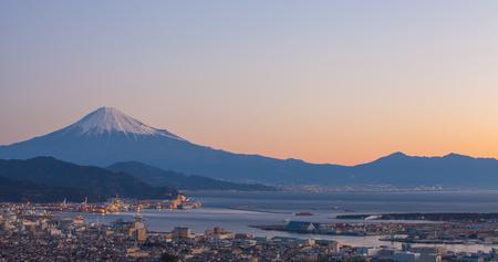 panorama view: Vista panoramica del porto di Monte Fuji e Shimizu all'alba