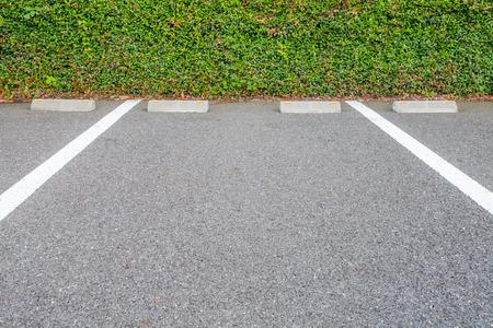 車の駐車場の屋外の空スペース