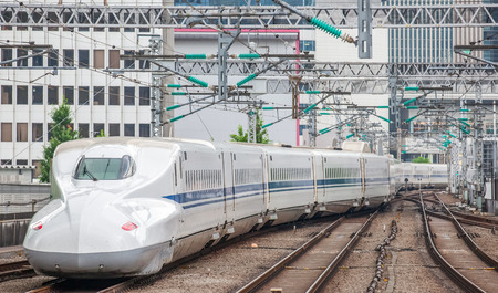 La balle réseau de trains Shinkansen de lignes ferroviaires à grande vitesse au Japon Banque d'images - 42618404