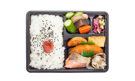 comida japonesa: Cocina japonesa bento tradicional una sola porci�n de comida para llevar o comida a casa llena