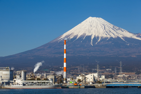 industriales: Mountain Fuji and Japan industry zone from Shizuoka prefecture Foto de archivo