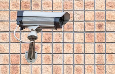 建物の壁にビデオ カメラ セキュリティ システム