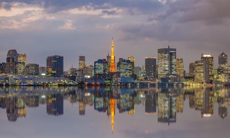 東京シティー ビュー、東京タワーの反射 写真素材