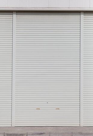 puertas de hierro: Rodillo de metal Fondo blanco puerta del obturador y la textura