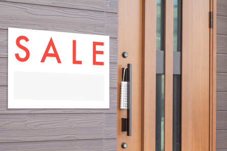 house for sale: Sale Real Estate Sign in Front of house