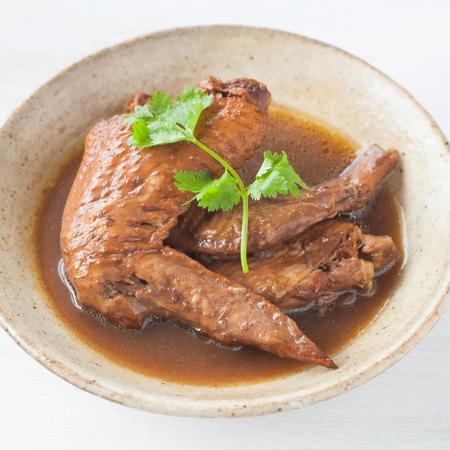 chinesisch essen: Five spice stew Chicken wings and Fragrant eggs Lizenzfreie Bilder