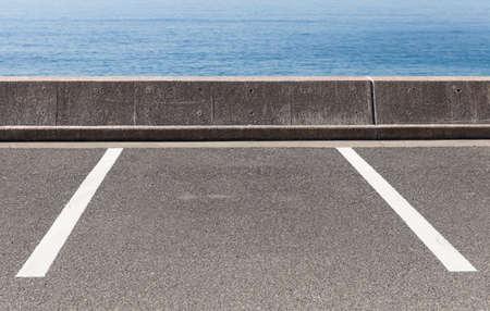 L'espace vide de parking en plein air beaucoup Banque d'images