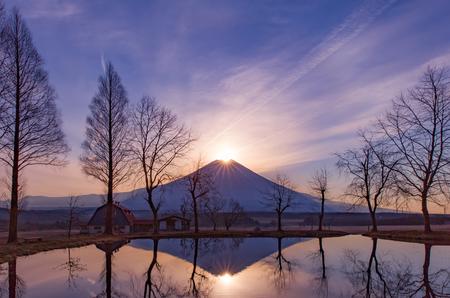 후지 다이몬 드, 일출의 산 꼭대기. 겨울철 후지산