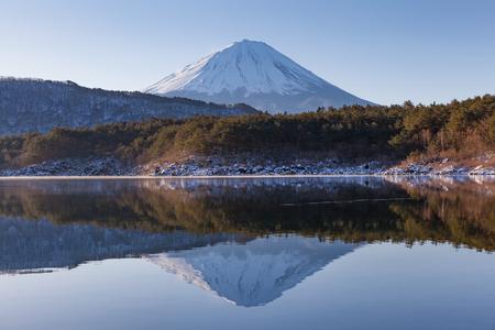 saiko: Lake Saiko amd Mount Fuji in winter