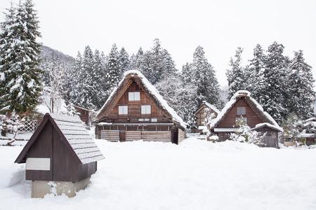 冬には雪で世界遺産サイト白川郷村