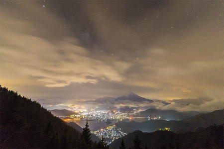 toge: Night landscape of Mountain Fuji with cloudy sky and Kawaguchiko lake seen from Shindo toge view point. Stock Photo