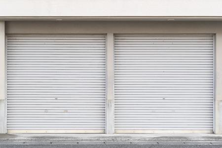 Closed white roller shutter door Banque d'images - 101358109