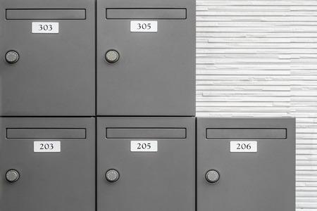 Piccola cassetta delle lettere nell'appartamento