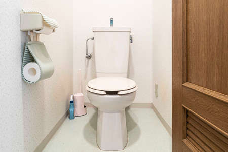 Modern automatic toilet In a small toilet in a wooden house Stockfoto