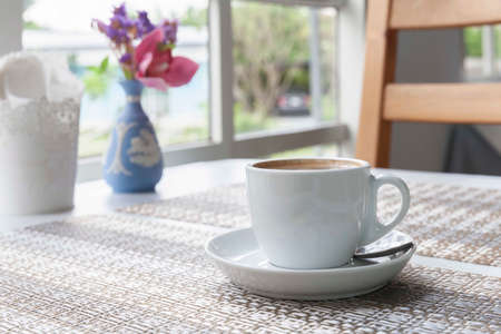 A hot Americano coffee cup on the table inside a modern cafe Standard-Bild