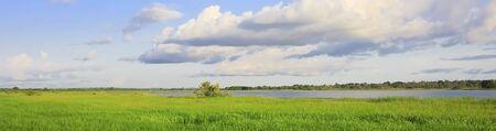paisaje panorámico en el Lago Tengrela, Burkina Faso,