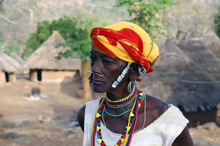 País Bassari, Senegal - 15 de febrero: Elder Bedic étnicas, Bedic mantuvo casi intacto las costumbres y la ropa, junto con sus creencias ancestrales.