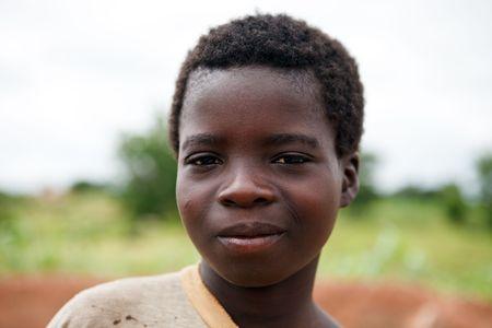 Gaoua, Burkina Faso - agosto 12,2009: niños de la etnia Lobi, los niños que viven en aldeas remotas de la ciudad no asisten a la escuela por falta de medios y recursos. Editorial