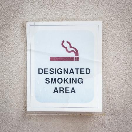 smoking place: Tag for designated smoking area on wall