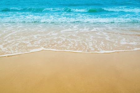 zand strand en de zee golf voor natuurlijke achtergrond