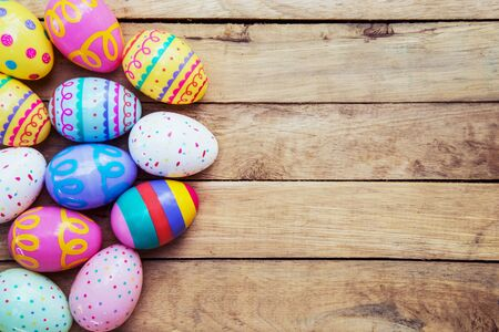 Easter eggs on wooden background with space Standard-Bild