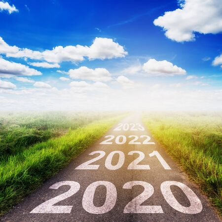 Empty asphalt road and New year 2020 concept. Driving on an empty road to Goals 2020. 免版税图像