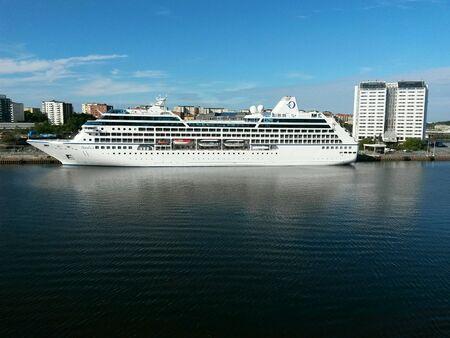sh: Ferry
