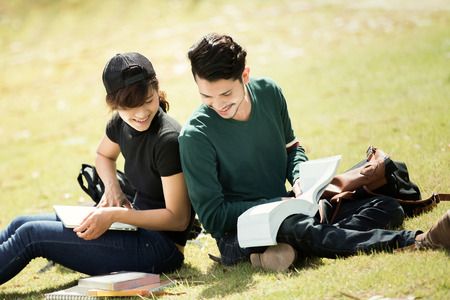 asian lifestyle: Student was reading in the outdoors and good weather. And theyre happy.