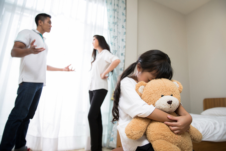 Parents are quarreling daughters feel stressed. She cried, hugging a teddy bear