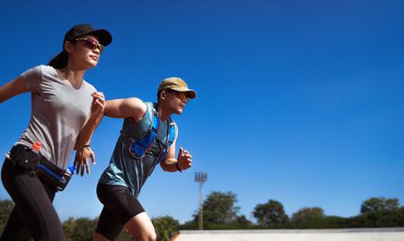 아시아 러너 (Asian Runner)가 조깅 연습을하고있다. 스톡 콘텐츠
