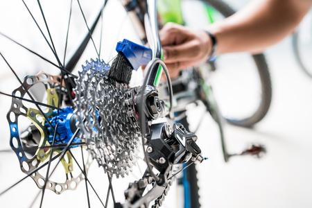 기어 자전거를 돌보는 전문 기술 전문점
