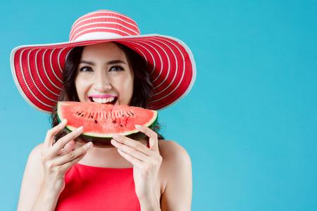 Women wear dresses. She is eating watermelon. In the summer She feels refreshed Banco de Imagens - 105227279