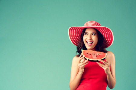 Women wear dresses. She is eating watermelon. In the summer She feels refreshed Banco de Imagens - 105227281
